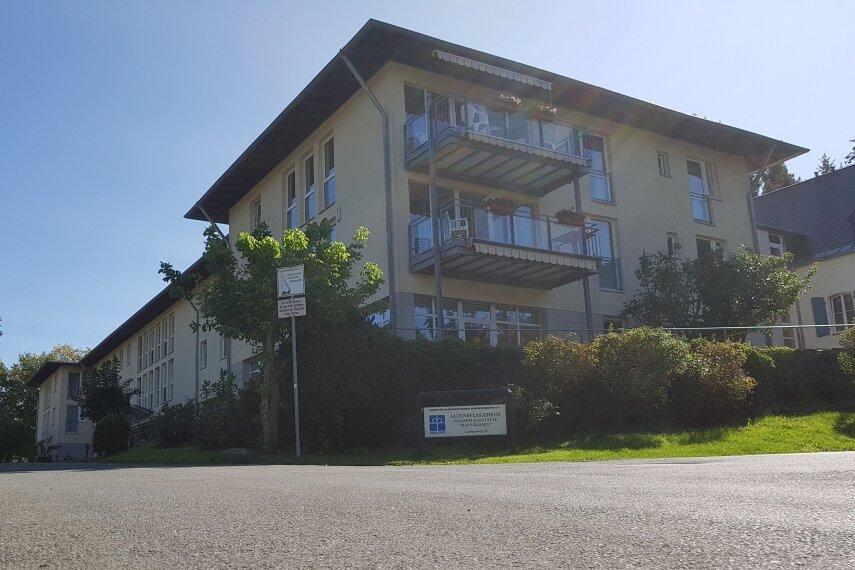 Im Pflegeheim Haus Ölbaum in Markneukirchen gibt es 21 Corona-Infektionen.