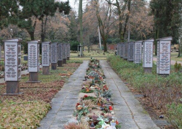 Wie ein Puzzle setzen viele Menschen Ihre Familiengeschichte mithilfe von Daten des Zwickauer Hauptfriedhofs zusammen.