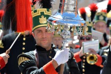Etwa 700 Teilnehmer zählte die große Berg- und Hüttenparade zum 34. Bergstadtfest im vergangenen Jahr. Auf den traditionellen Aufmarsch müssen die Freiberger und ihre Gäste auch in Coronazeiten nicht verzichten.