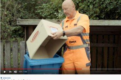 In einem kurzen Youtube-Clip erklärt dieser Müllwerker aus München, wie sperrige Kartons entsorgt werden sollten.