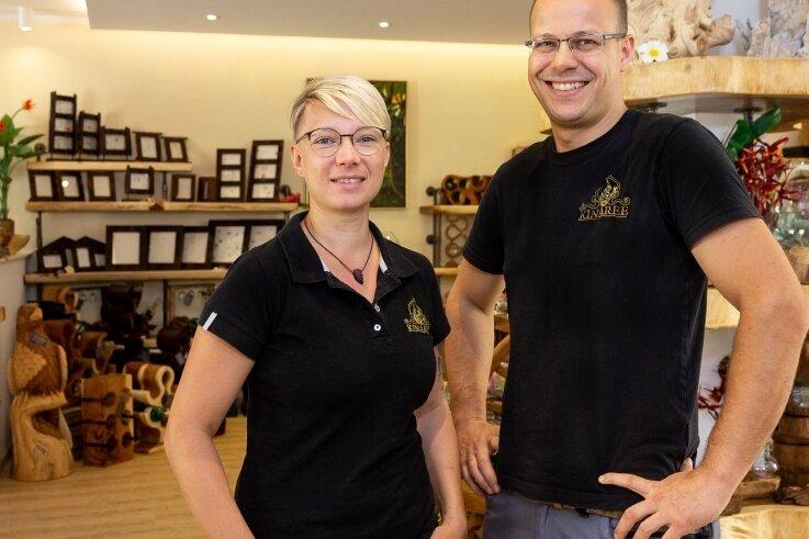 Alexandra und Robert Hähnel in ihrem Möbelgeschäft Kinaree. Der Vorsitzende des Gewerbevereins Zschopau unterstützt den neuen lokalenOnline-Marktplatz bei Ebay.