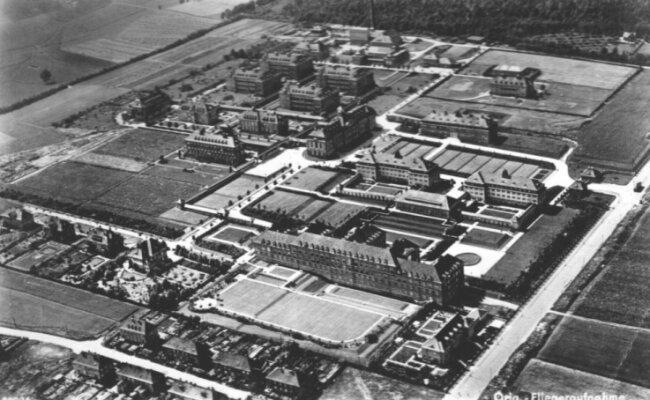 Historische Aufnahme des Zwickauer Krankenhauses in Marienthal. Heinrich Braun hat alle Gebäude selbst entworfen.