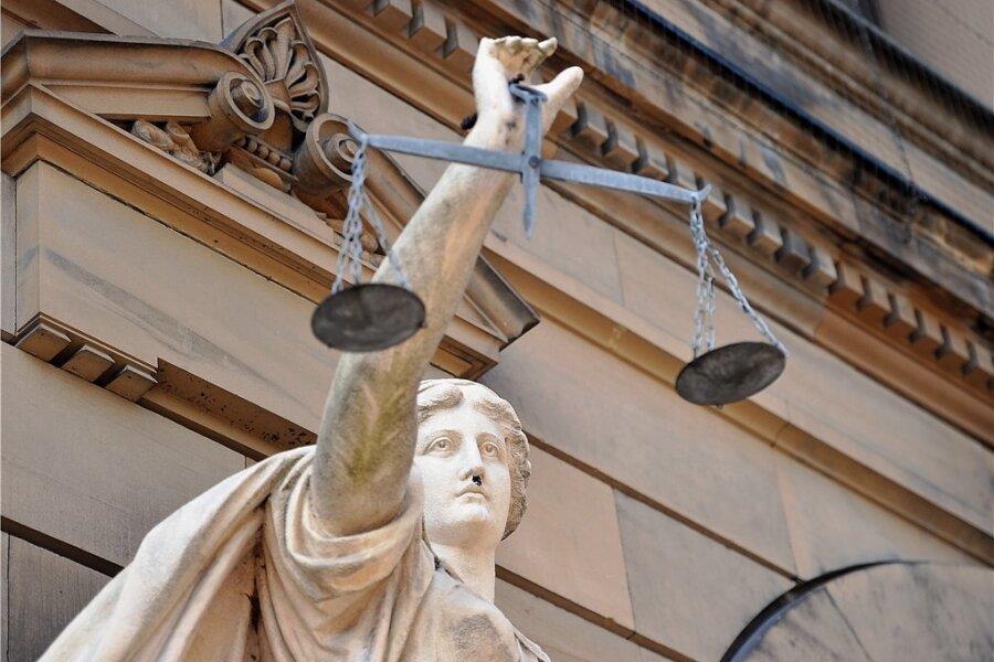 Rentner geht mit Patrone ins Amtsgericht Plauen