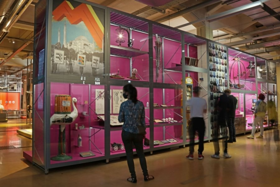 Das Boomregal (rechts) vereint einige Innovationen. Auch vogtländische Exponate sind zu finden.
