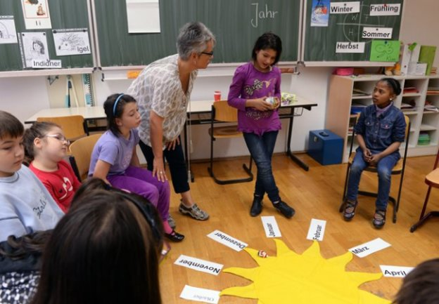 Lehrerin Silke Langer unterrichtet an der Charles-Darwin-Grundschule Chemnitz Kinder von Zuwanderern im Fach Deutsch als Zweitsprache.