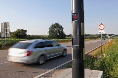 Der neue Blitzer in Glauchau-Höckendorf registrierte im ersten Monat mehr als 2500 Geschwindigkeitsüberschreitungen.
