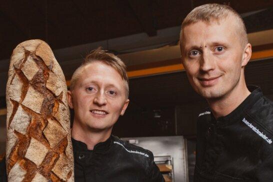 Ronny Schmieder (links) und sein Bruder Thomas Schmieder führen in vierter Generation die Bäckerei in Frauenstein fort.