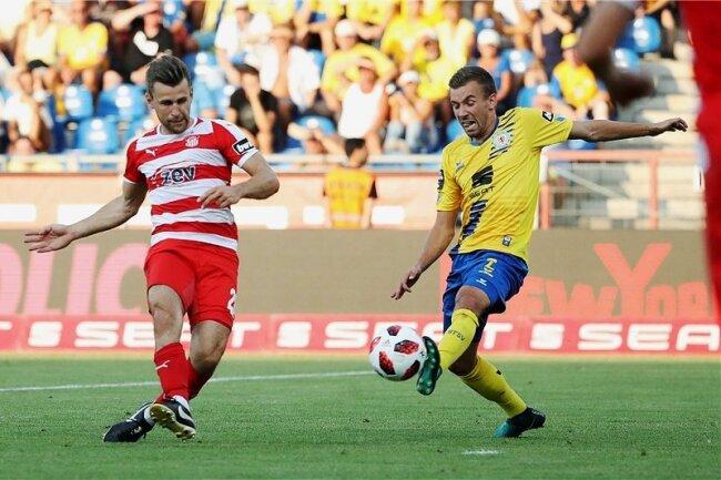 Nils Miatke (links) erzielte im ersten Durchgang das 1:0 und hätte in der Schlussphase beinahe einen Treffer vorbereitet.