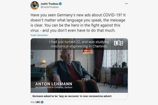 """""""Deutschland positiv auf Humor getestet"""", jubelten manche, andere waren irritiert. Kanadas Premierminister empfahl die Kampagne auf Twitter. """"Egal welche Sprache du sprichst, die Botschaft ist klar: Du kannst ein Held im Kampf gegen das Virus sein - und musst wenig dafür tun."""""""