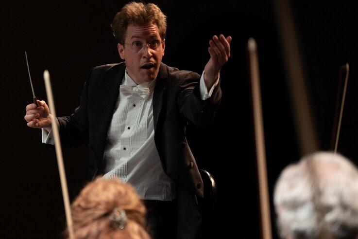 Jens GeorgBachmann - Neuer Chefdirigentder ErzgebirgischenPhilharmonie Aue