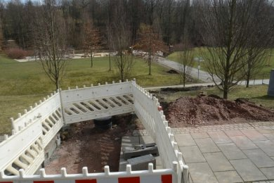 Bis Mai sollen die Bauarbeiten für die Wasserleitung zum Spielplatz im Hofaupark abgeschlossen sein. Sie soll die Wasserversorgung des Wasserspielplatzes sicherstellen, wo in Trockenperioden nicht genug Wasser zur Verfügung stand.