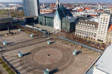 Für Chemnitzer derzeit unerreichbar: der leere Augustusplatz in Leipzig. In Sachsen gilt für Bewegung im Freien ein 15-Kilometer-Radius.