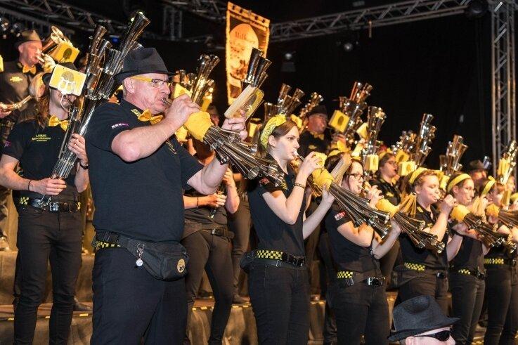 Gemeinsam mit 1500 Gästen, darunter viele Musiker von befreundeten Kapellen und Musikgruppen, feierten die Milkauer Schalmeien im Frühjahr 2019 ihr 60-jähriges Bestehen. Wann man sie wieder in so einem großen Rahmen erleben kann, ist noch offen.