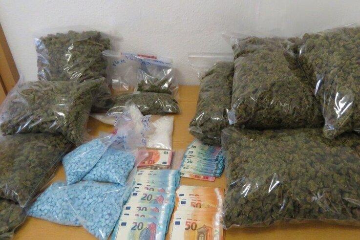 140.000Euro auf einem Haufen: Über zwölf Kilogramm Drogen fanden Ermittler in einem Depot im Vogtland.