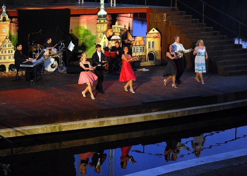 """<p class=""""artikelinhalt"""">Musical-Gala mit der Showbiss-Company auf der Seebühne der Talsperre Kriebstein. </p>"""