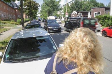 Für Fußgänger ein Problem: Auf der Rudolf-Krahl-Straße sind nach Einschätzung von Anwohnern immer mehr Autos unterwegs.