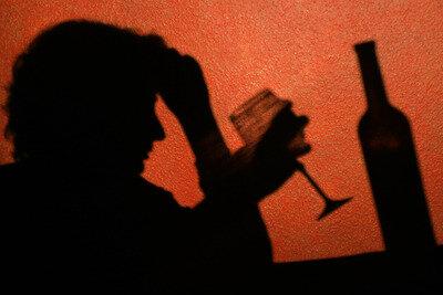 Einsamkeit oder Langeweile - wenn Senioren zur Flasche greifen