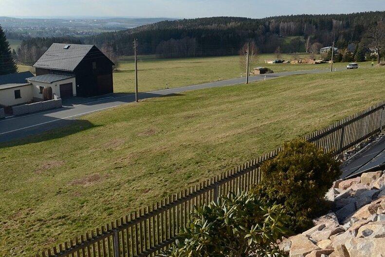 Freie Flächen gibt es in Schnarrtanne wie zum Beispiel an der Vogelsgrüner Straße genug. Aber gebaut werden darf nicht.