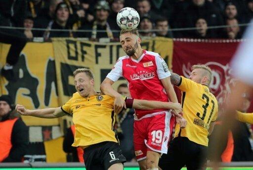 Florian Hübner (m.) ist erfolgreich operiert worden