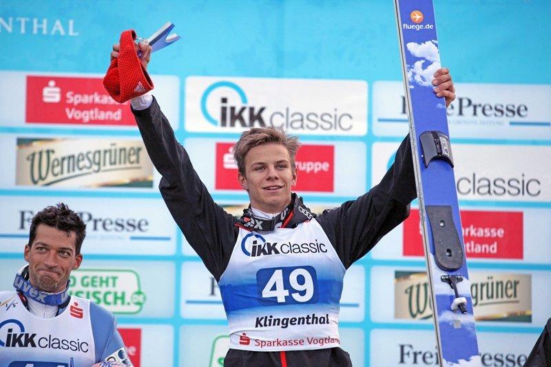 Andreas Wellinger hat in Klingenthal gewonnen und den Gesamtsieg der Skisprung-Sommerserie geholt.