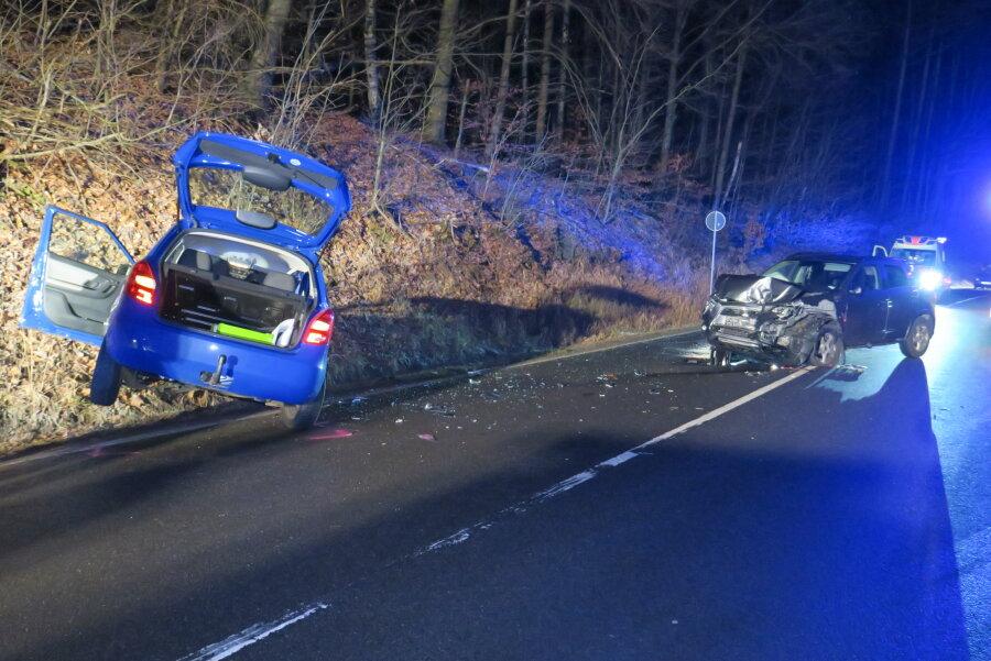 18-Jährige gerät mit Auto in Gegenverkehr: Schwer verletzt