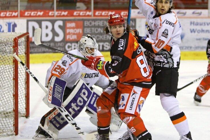 Lukas Lenk erhielt beim Sieg gegen Frankfurt schon deutlich mehr Eiszeit als bei der Niederlage in Heilbronn. Das Eispiraten-Team steht in der Tabelle auf dem siebenten Platz.