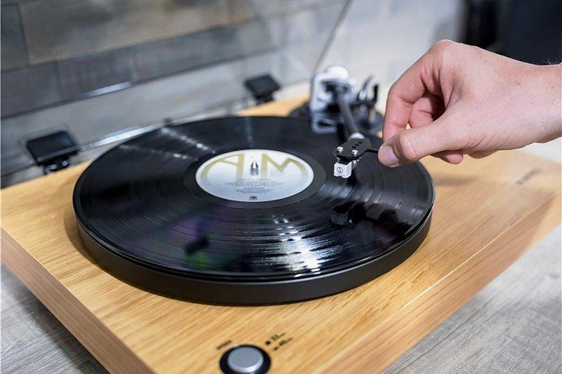 Plattenspieler erfreuen sich seit einigen Jahren wieder zunehmender Beliebtheit. Dieses Modell von Roberts verfügt über einen integrierten Stereo-Vorverstärker und einen USB-Anschluss.