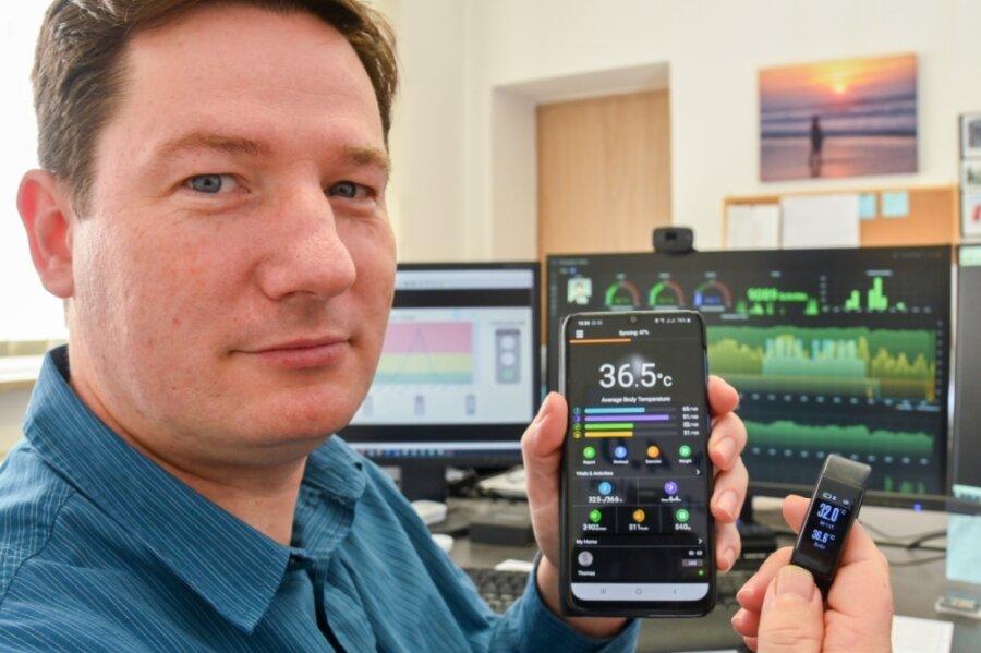 Zum Messen der Temperatur reicht die Uhr. Doch zum Auslesen der ermittelten Daten benötigt Thomas Krause noch weitere Technik.