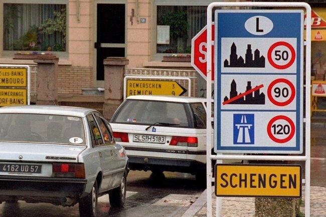 """Mit dem luxemburgischen Ort Schengen verbinden Europäer das Abkommen von 1995 zum Abbau der Binnenkontrollen. """"Schengen"""" soll nun modernisiert werden."""