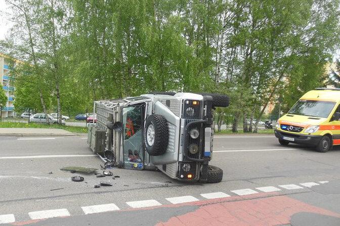 Chemnitz: Transporter rammt Geländewagen