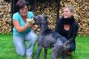 Abgemagert wurde Hope gefunden. Gabriele Simon (l.) und Kristin Holfert vom Tierschutzverein kümmerten sich um sie.