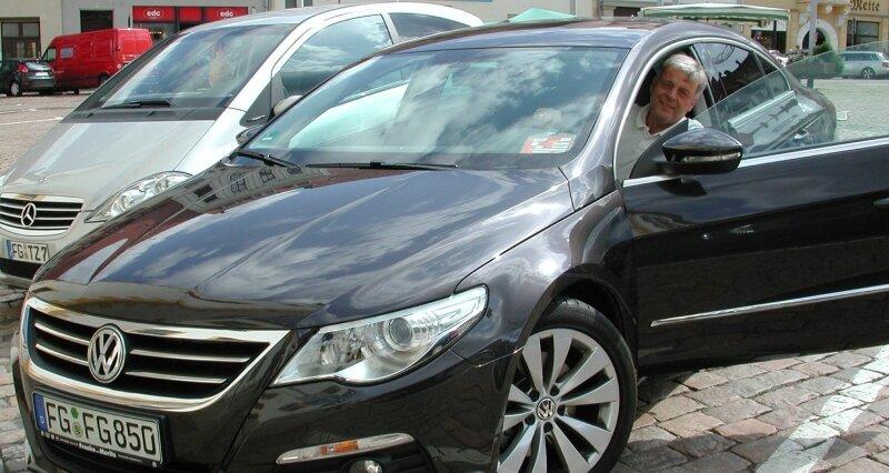 Freibergs Oberbürgermeister Bernd-Erwin Schramm (parteilos) kann im Urlaub beruhigt in sein Dienstauto einsteigen.