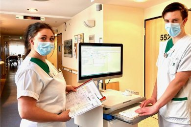 Nelli Fritzsch und Tobias Meyer haben den Pflegeberuf gewählt und legen ab Juni ihre Prüfungen ab.