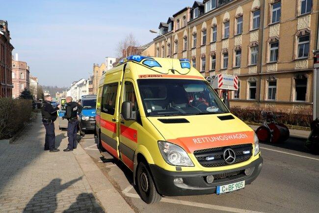 In einer Erdgeschosswohnung in der Chemnitzer Lützowstraße hat es am Freitagmittag gebrannt.