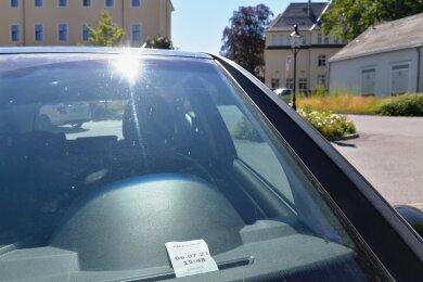 Anwohner ringen darum, dass sie auf einem Teil des Parkplatzes an der Geschwister-Scholl-Straße in Freiberg kostenfrei parken dürfen.