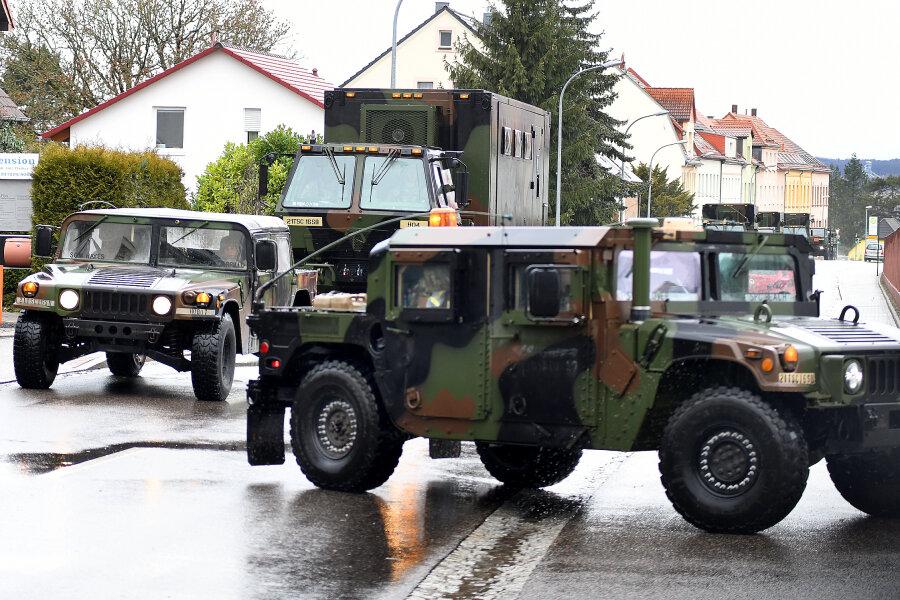 US-Truppen stoppen und tanken in Wettiner Kaserne