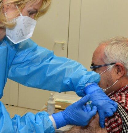 Vom Impfstopp für das Vakzin von Astrazeneca war auch das Impfzentrum in Mittweida betroffen. In dieser Woche soll der Betrieb wieder nach Plan laufen, wie auch in einigen Hausarztpraxen.