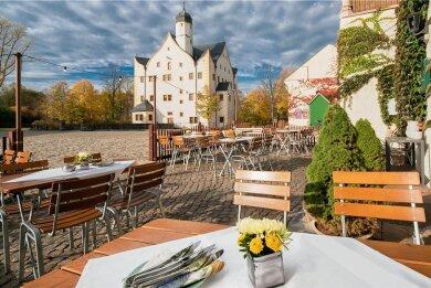 Ab Donnerstag können Besucher beim Gastronomie-Besuch wieder den Blick auf das Wasserschloss genießen.