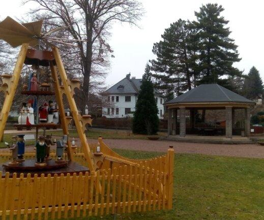 Im Pavillon im Bürgerpark erstrahlte jeden Abend gemeinsam mit der Pyramide ein Adventsstern.