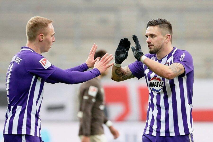 Das Sturmduo ist in Kiel wieder vereint am Werk: Hinspieltorschütze Florian Krüger (links) und Pascal Testroet.