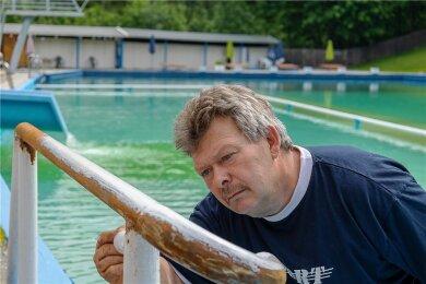 Konzentriert und gewissenhaft bei der Arbeit: Der 59-jährige Ulf Baumann.