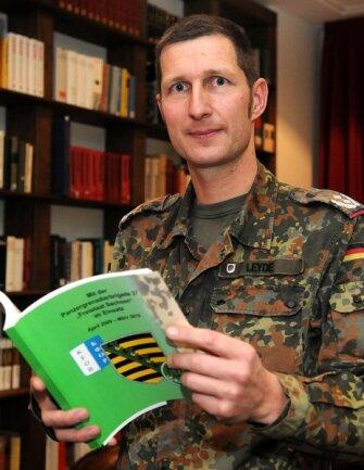 """<p class=""""artikelinhalt"""">Das Gefühl, gut ausgebildet zu sein, gibt ihm Sicherheit - Oberstleutnant Philipp Leyde geht ab Januar in den Einsatz nach Afghanistan. Am Mittwochabend wurden er und seine Kameraden verabschiedet.</p>"""