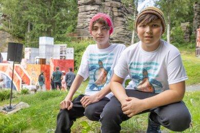 """Quentin Seiler aus Marienberg (links) und Tim Blutner aus Auerbach spielen in dem Jugendstück """"Herr der Diebe"""" auf der Freilichtbühne an den Greifensteinen abwechselnd den Bonifazius, """"Bo"""" genannt."""