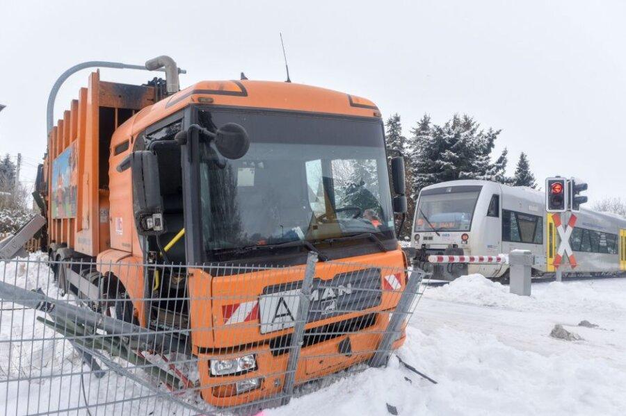 Leisnig: Zug kollidiert mit Müllauto
