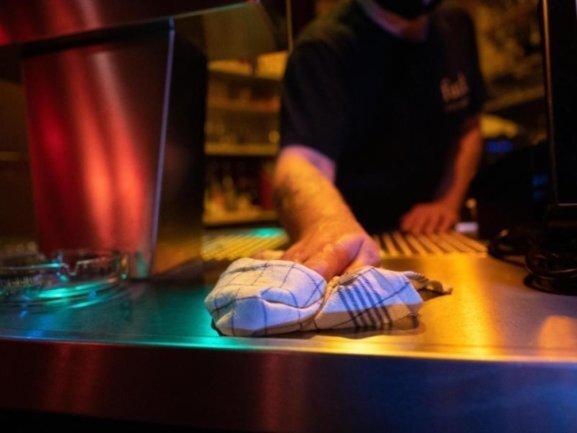 Besonders in der Gastronomie ist ein deutlicher Anstieg der Kurzarbeit zu verzeichnen.