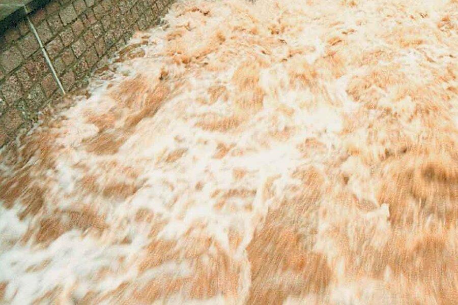 Das Bett des Rödelbaches konnte die entfesselten Wassermassen gerade noch halten