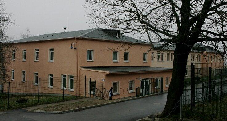 """<p class=""""artikelinhalt"""">Beherbergt ab April 65 Menschen mehr: das Asylbewerberheim in Alberoda. Dann leben hier rund 130 Ausländer. </p>"""