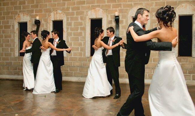 Der Besuch eines Tanzkurses kann hilfreich sein.