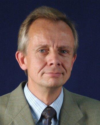 Ulrich Thießen, Diplomvolkswirt, ist Jahrgang 1957 und leitet an der TU Chemnitz die Professur für Finanzwirtschaft und Bankbetriebslehre. In der Mongolei kooperiert die TU mit mehreren Forschungsinstituten, um die Lebensqualität in dem Land zu heben. Die Mongolei verwendet oft technische Entwicklungen aus anderen Ländern zur Lösung der eigenen Probleme.