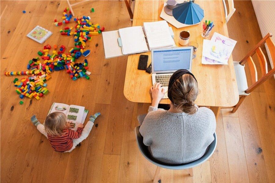Zwischen Laptop und Legosteinen: Homeoffice im Coronajahr.